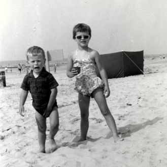 KRik_en_Sacco_strand_zomer_1962 (18k image)